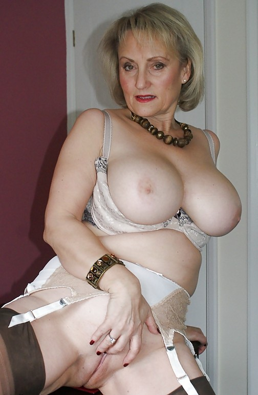 Jeanne femme mure libertine et nudiste pour plan cul Cannes