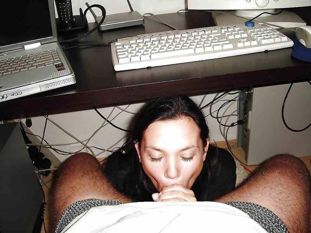 autofelation pipe sous le bureau