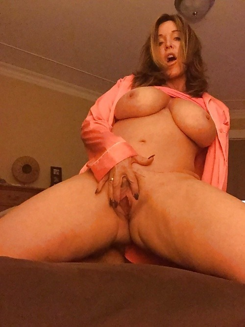 Amateur slut rides the bang bus
