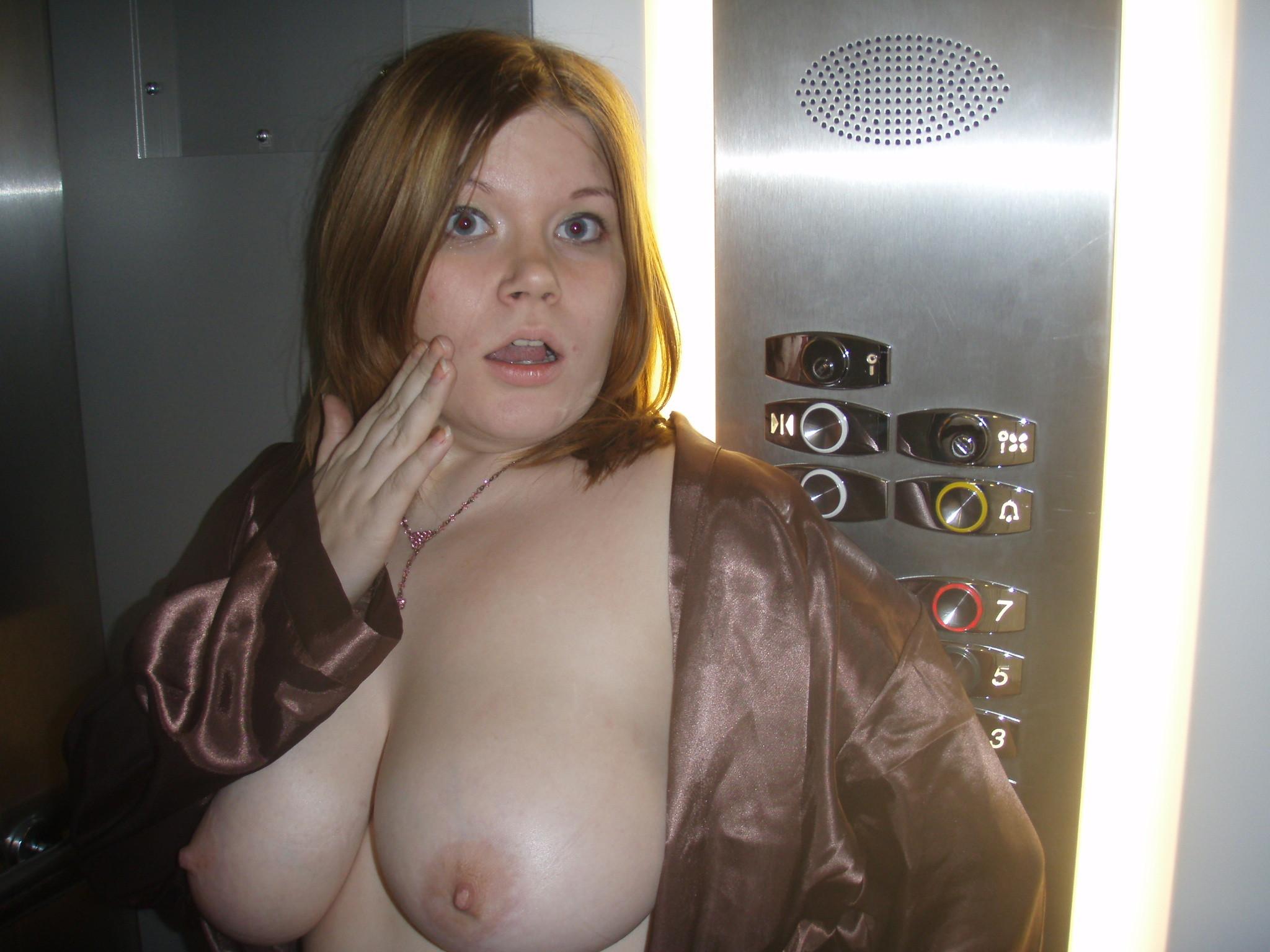 Milf aux gros seins se fait eclater le cul 1
